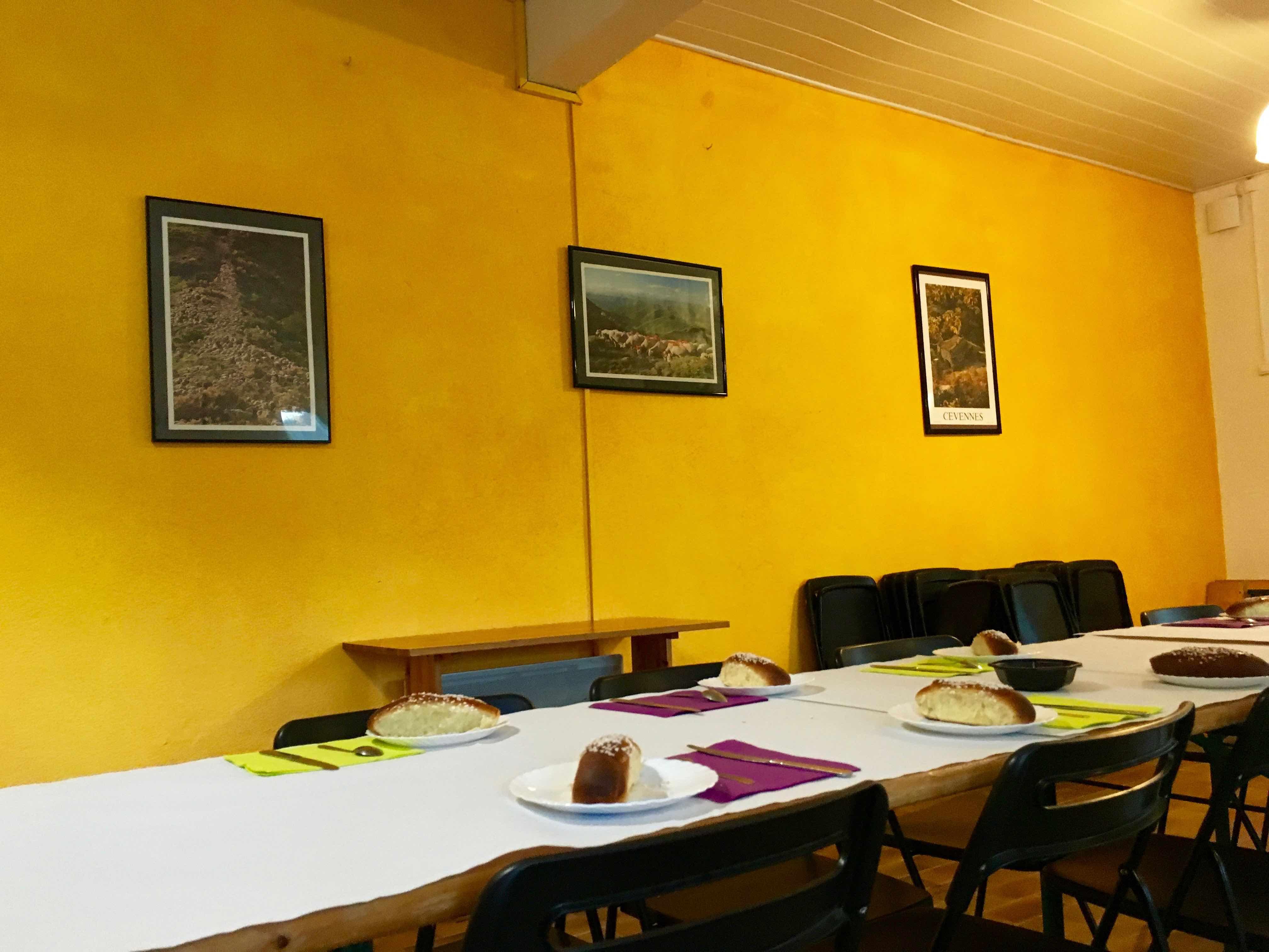 salle-commune-ravel-tables