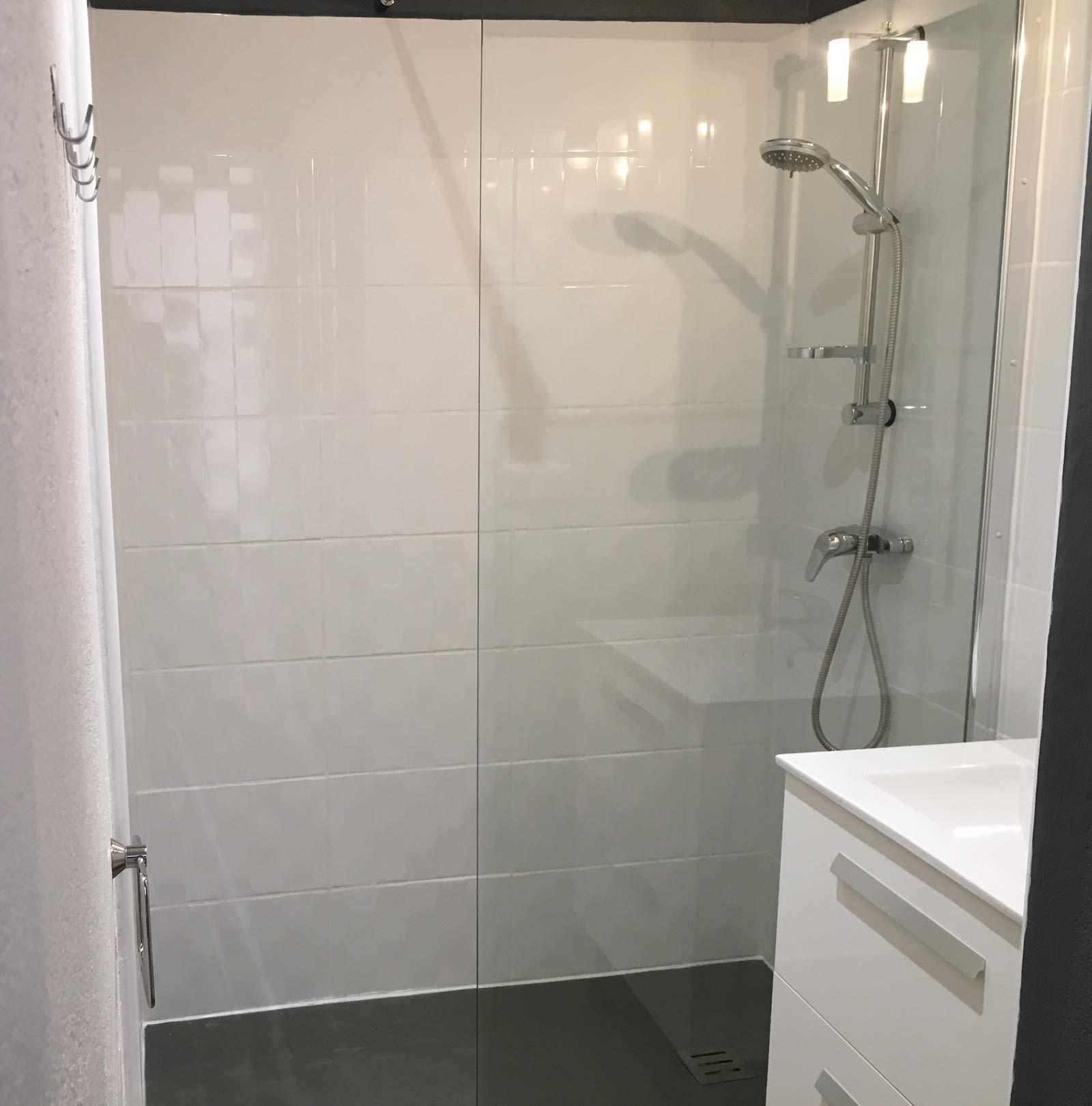 Salle de douche nouvelle