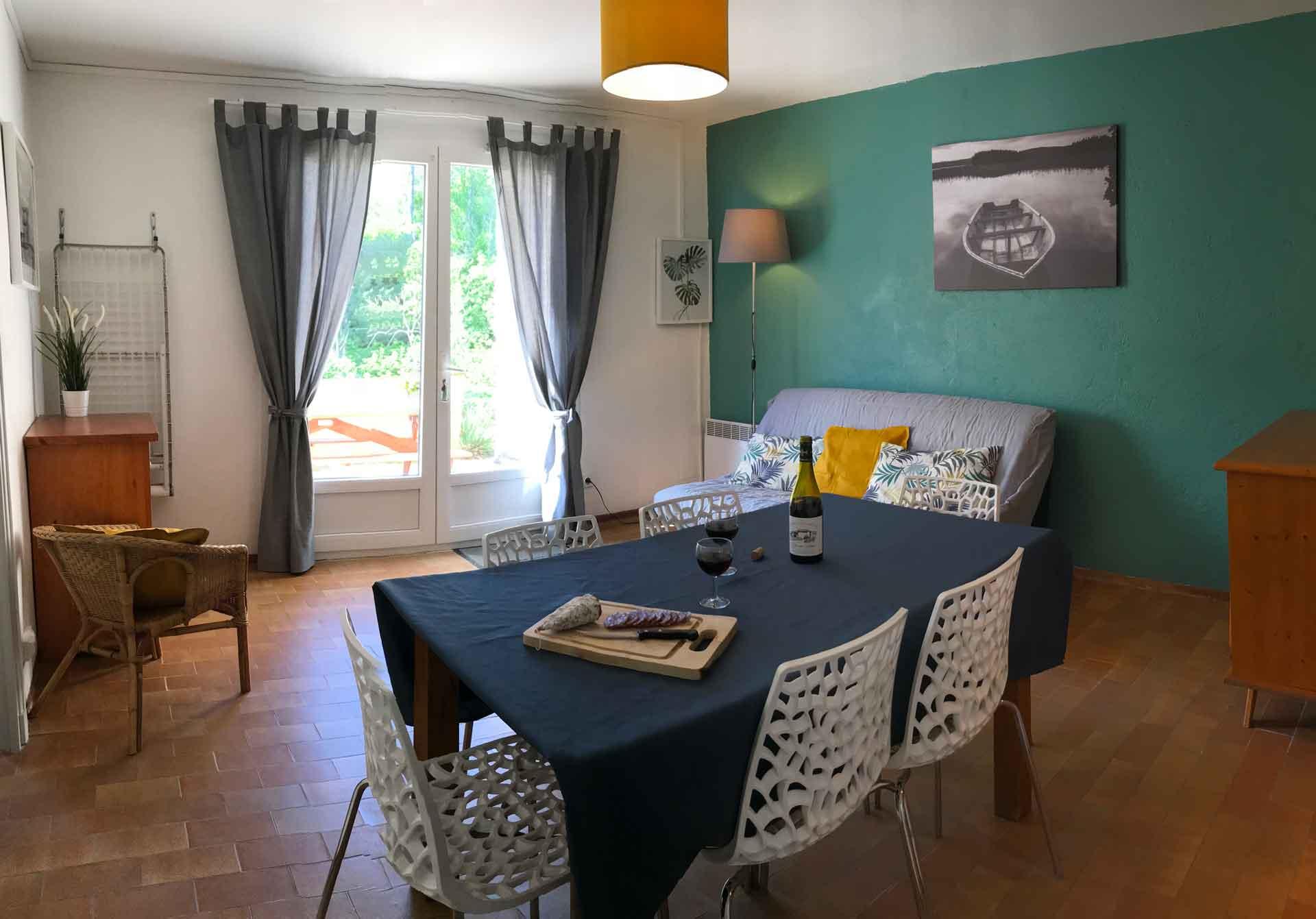 Salle à manger village de gîtes Ravel