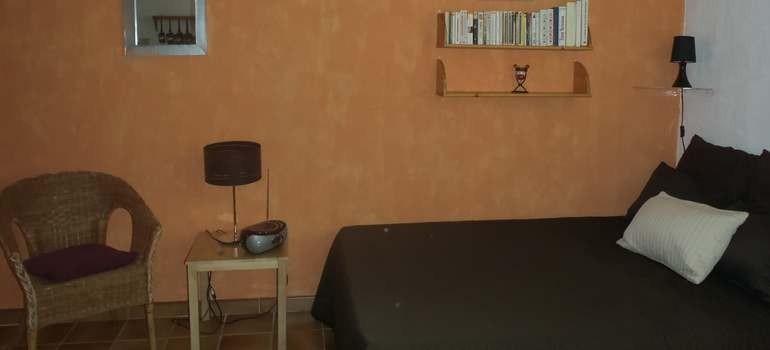 Intérieur studio Ravel lit