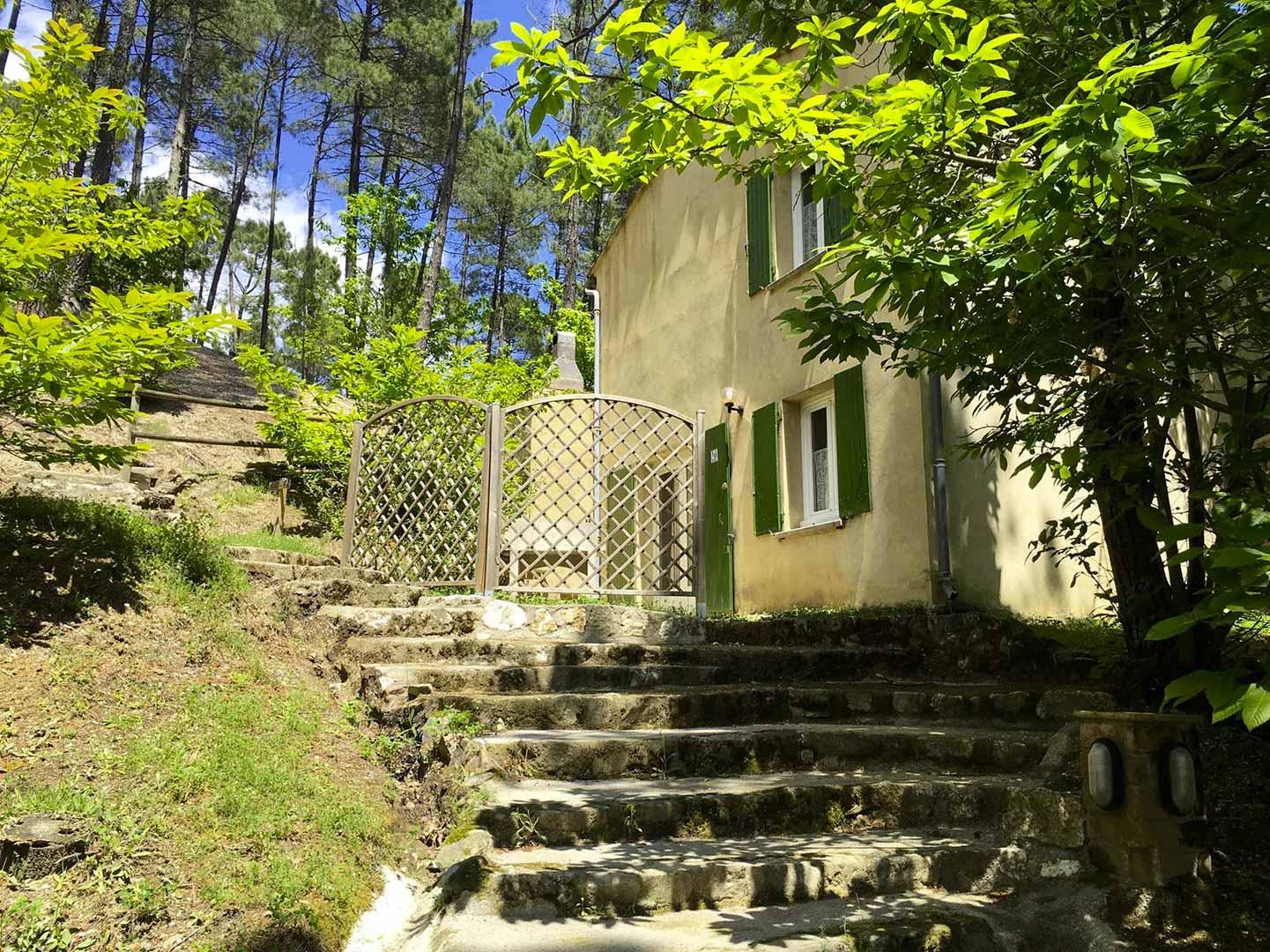 Escalier d'accès aux gîtes
